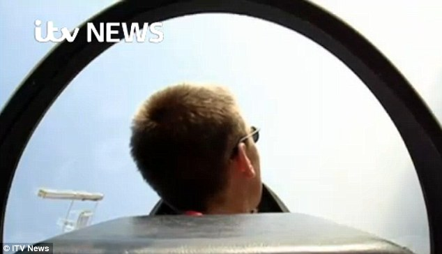 271EBB3D00000578-3017244-Up_in_the_air_Dramatic_footage_emerged_of_the_Germanwings_killer-a-3_1427698001208
