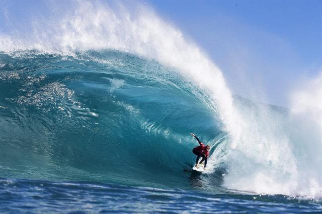 Imagen facilitada por Liga Mundial de Surf que muestra al australiano Owen Wright durante el Drug Aware Margaret River Pro 2015 que se disputa en en Margaret River (Australia), hoy, jueves 16 de abril de 2015. EFE/Wsl Handout/Kelly Cestari