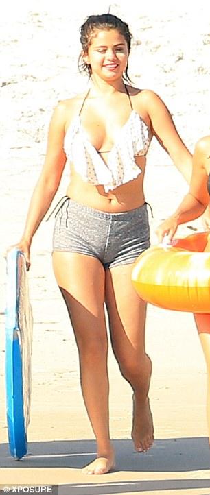 Selena-Gomez-apretadita (3)