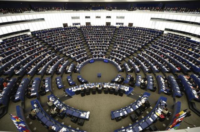 Vista general de los miembros del Parlamento Europeo durante una sesión plenaria en Estrasburgo (Francia) hoy, martes 19 de mayo de 2015. EFE/Patrick Seeger