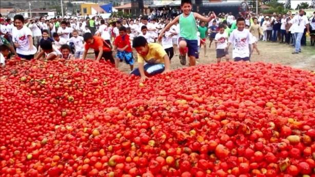 Foto: La tomatina se desata en Colombia / Reuters