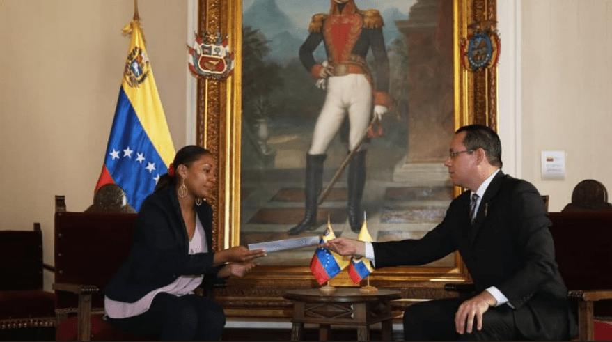Moreno advierte a Maduro que 'no provoque' porque puede cambiar su política
