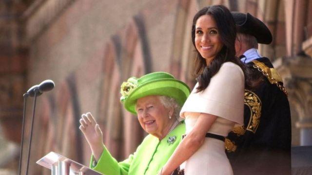 meghan markle reina isabel II - Meghan Markle se arrepiente de renunciar a Hollywood por su insignificante rol en la realeza - #Noticias