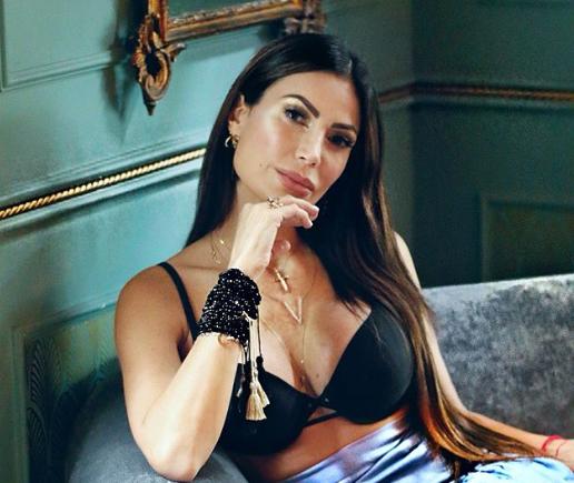 """Caterina1 - DE INFARTO: La sensual foto por la cual Caterina Valentino tuvo que aclarar a los """"mal pensados"""""""