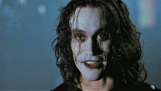 Brandon Lee - ¡No solo fueron Heath Ledger y Paul Walker! Estos 10 artistas fallecieron y no terminaron de rodar sus películas