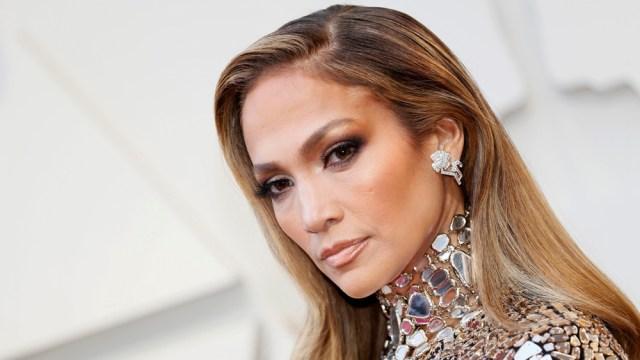 jennifer lopez 1 - Jennifer Lopez se quitó el maquillaje y sorprendió a todos con su rostro de más de 50 años (FOTO)