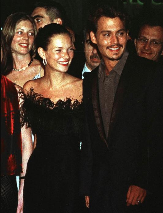 Johnny Depp y Kate Moss - Amber Heard afirmó que Johnny Depp tiró a Kate Moss por las escaleras cuando salían