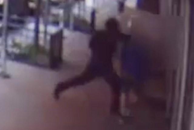 Rick Moranis ataque 2 - Actor de Los Cazafantasmas fue derribado y golpeado mientras caminaba por Nueva York (VIDEO)