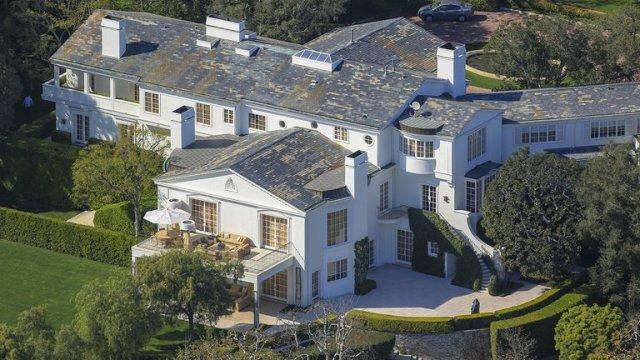 5CVNHFYK6BHX3GCSN4N3E5Y434 - Muy enamorado en su mansión y siguiendo una estricta rutina: Jeff Bezos cumple 56 años