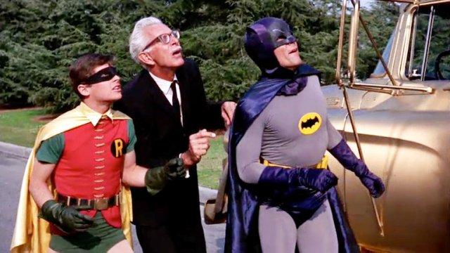 HCCLO2DYP5A3JDRB6B7XLVJQOM - A 55 años del estreno de Batman en TV: Calzas ajustadas, onomatopeyas, villanos famosos y la locura de la Batimanía