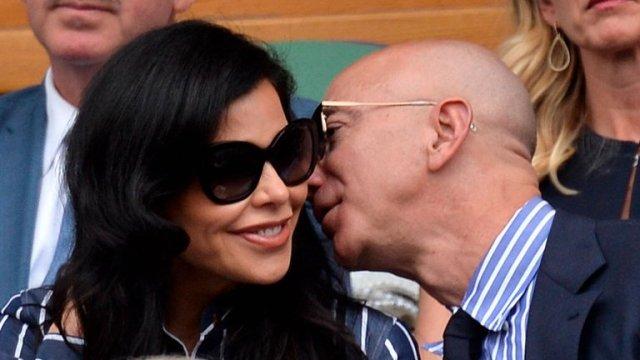 SMZOX4RV3BGEBHFTFBFKK6KO7U - Muy enamorado en su mansión y siguiendo una estricta rutina: Jeff Bezos cumple 56 años