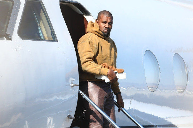 kanye west 6 1 - Kanye West se mudó de la casa de Kim Kardashian y se llevó 500 pares de zapatos