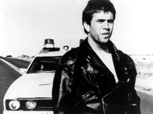 """Mel Gibson en su primer gran papel - """"Papá deseaba no haberme adoptado"""": La torturada vida del hermano de Mel Gibson"""