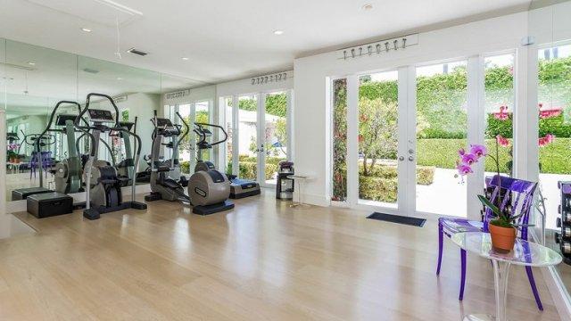 mansion de shakira 2 - La impactante mansión que Shakira puso a la venta hace tres años y aún no puede vender (Fotos)