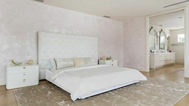 mansion de shakira 4 - La impactante mansión que Shakira puso a la venta hace tres años y aún no puede vender (Fotos)