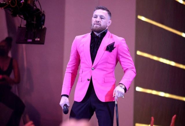 063 1339973606 - ¡Otro escándalo! Conor McGregor atacó al novio de Megan Fox en la alfombra roja de los premios de MTV (VIDEO)