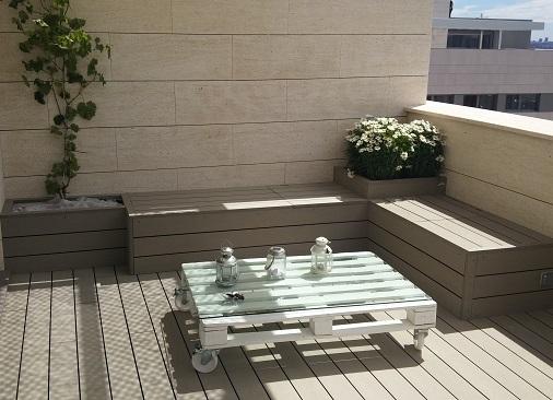 diseño terraza tarima tecnológica y banco