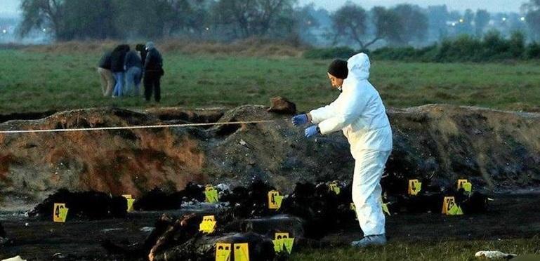 Suman 107 muertos por explosión en ducto