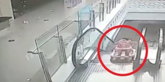 Escapa bebé de su mamá y se cae por escaleras eléctricas en China