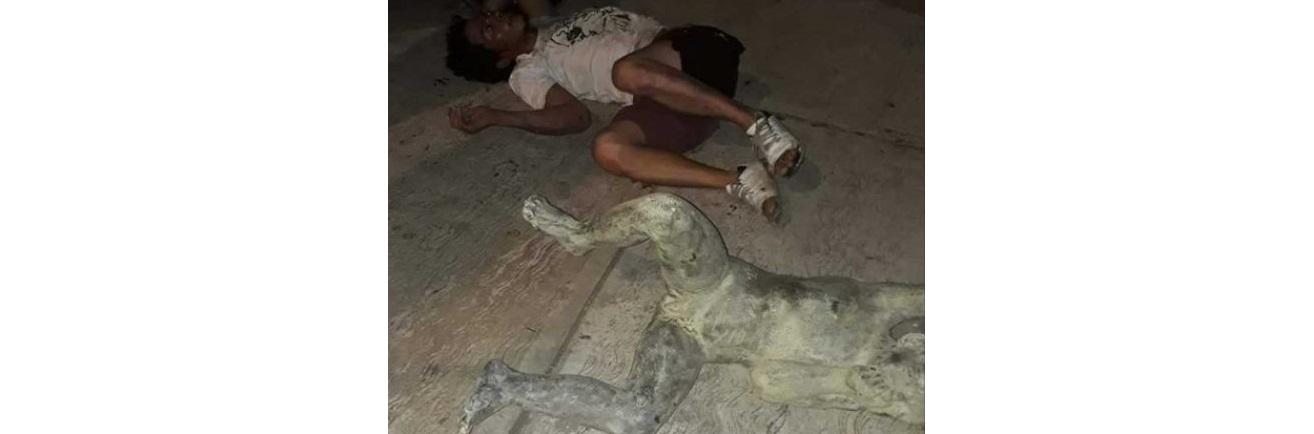 Intenta hondureño robar escultura y le cae encima en Villahermosa