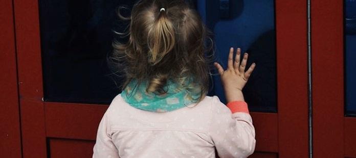 Muere niña de 3 años por deshidratación; madre la encerró por días en su casa