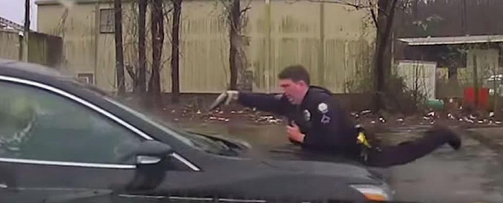 VIDEO: Policía de EU dispara 16 veces a un hombre que se negó a bajar de vehículo robado