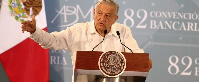 López Obrador pide más competencia entre bancos para bajar comisiones
