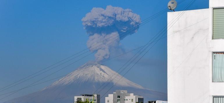 Impactante explosión de Popocatépetl; emiten alerta amarilla fase 2