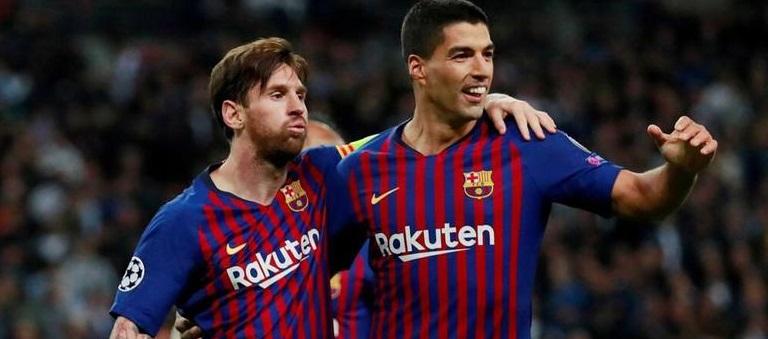 """""""Poema"""" de Messi y tesón de Suárez salvan al Barcelona"""