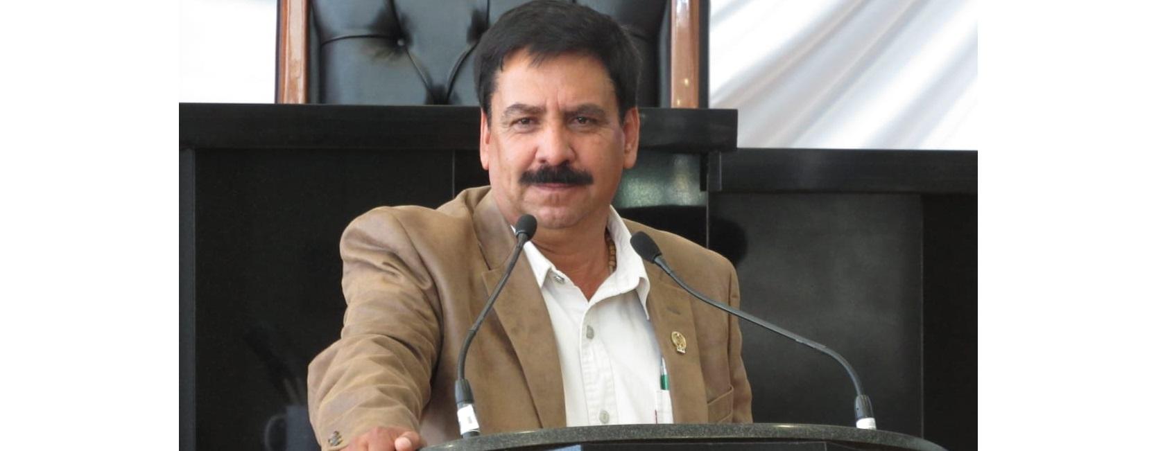 Aprueban Diputados exhorto a la Secretaria de Educación para prohibir uso de celulares en horas clase por iniciativa de Chuy Velázquez.
