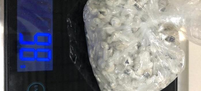 Aseguran 550 envoltorios de heroína abandonados en vía pública