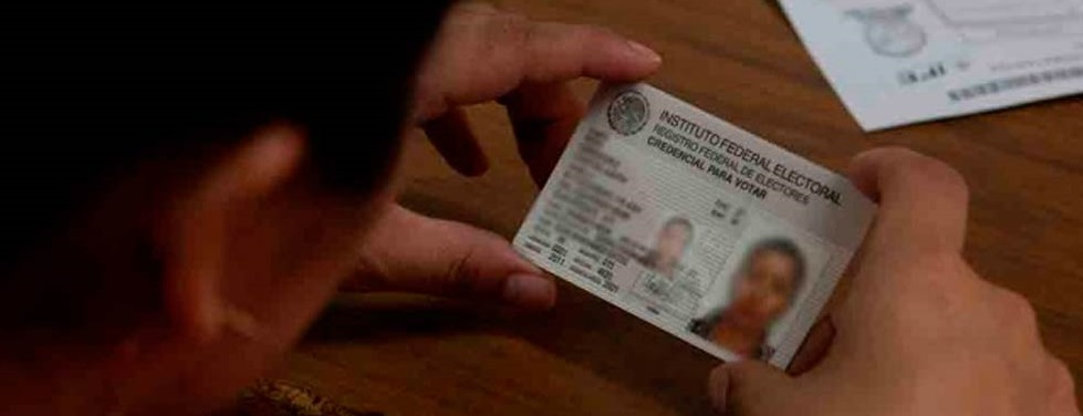 Migrantes falsifican documentos para obtener credencial del INE