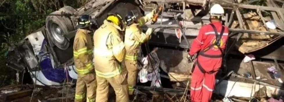 Al menos 8 muertos en fatal accidente en Nayarit