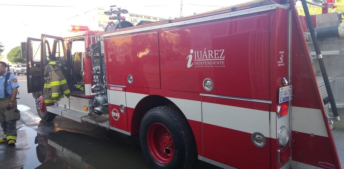 Juárez: rescata Bomberos a familia de incendio