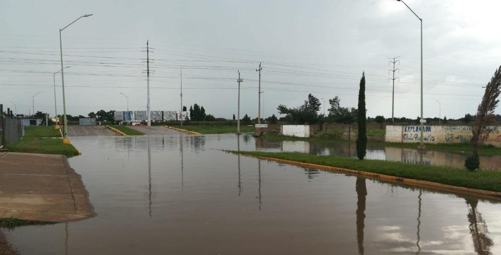 Cierran calzada en Cuauhtémoc por lluvias