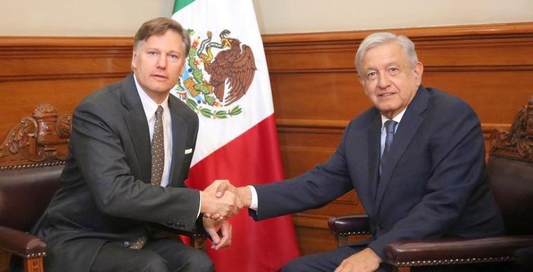 Recibe AMLO a embajador de EU; pide actuación ejemplar por El Paso