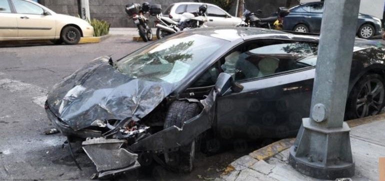 Destroza Lamborghini de $5 millones en la Roma, CDMX ¡y lo abandona!