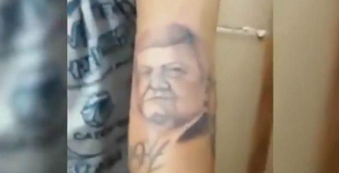 Se tatúa la cara de amlo en el brazo (VIDEO)