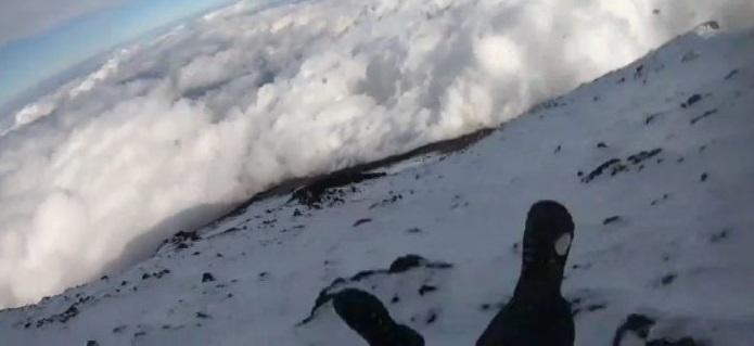 Transmite en vivo su fatal caída del monte fuji (VIDEO)
