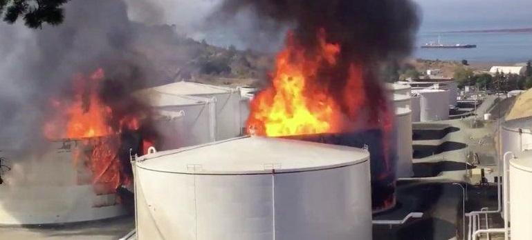 Declaran emergencia por explosiones en refinería de EU (VIDEOS)
