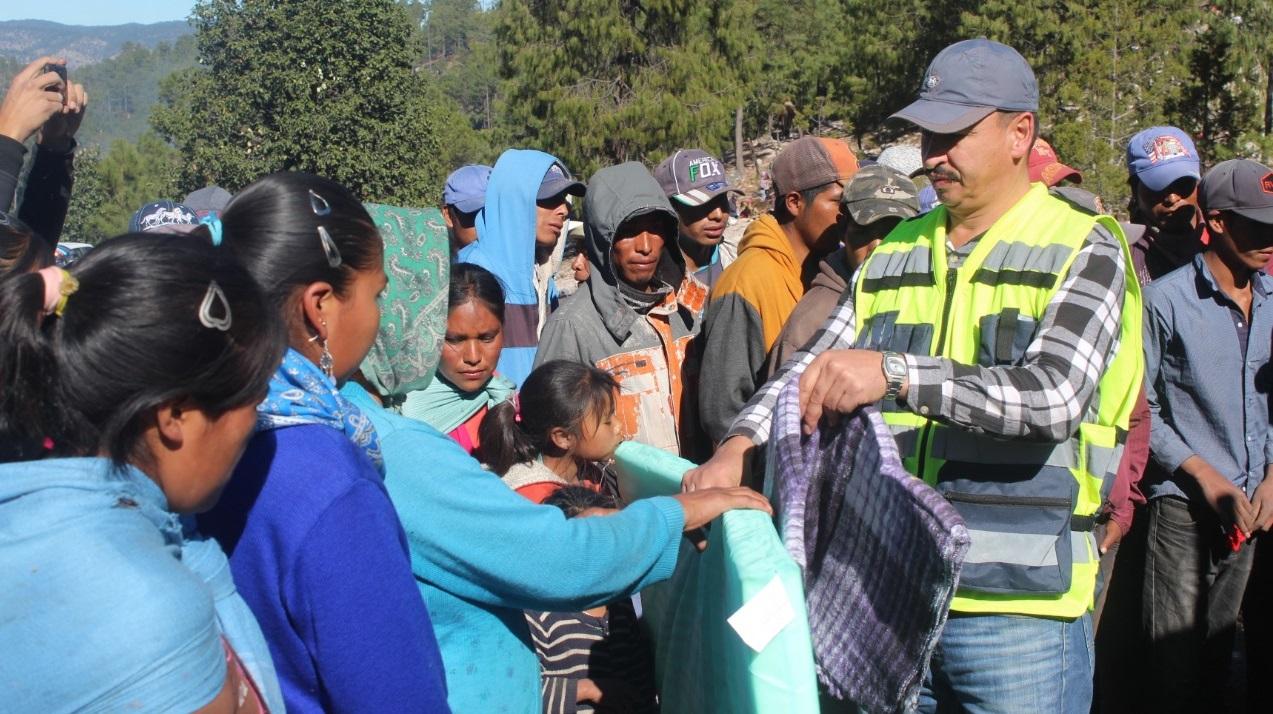 Entrega Protección Civil apoyos en comunidades necesitadas de Guadalupe y Calvo.