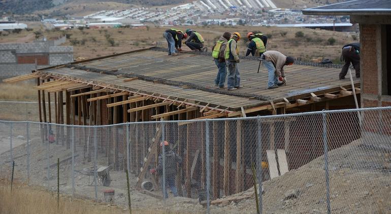 Presentan avances de construcción de dos primarias en Parral