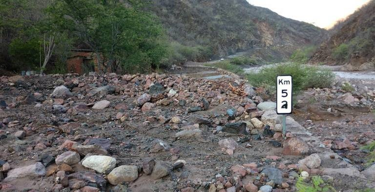VIDEO; Deslave en El Vado de Batopilas provoca cierre carretero