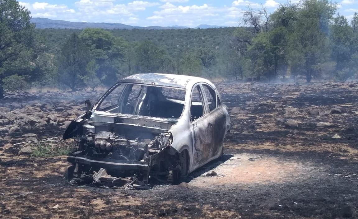 Localizan un vehículo incinerado en la rúa a la comunidad de Lazaro Cárdenas