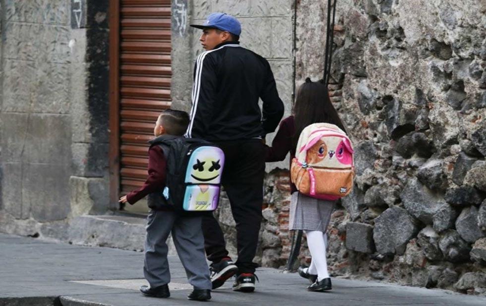 Covid-19: Padres cambian a hijos a escuelas públicas por falta de ingresos