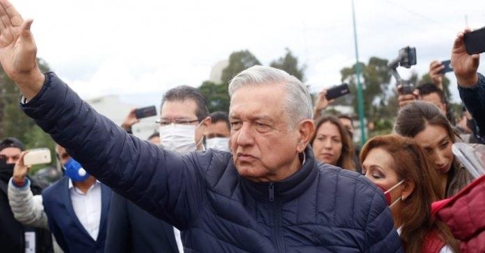 México espera la llegada de 40 mil mdd por remesas: amlo