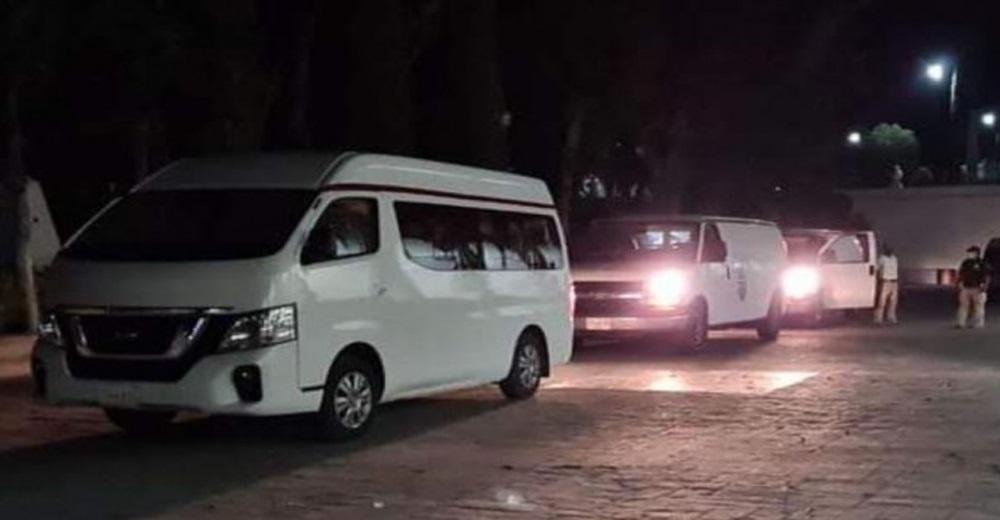 Aseguran en Oaxaca a 56 migrantes hacinados en camionetas