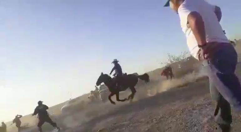 Ahuyentaron a policías de carrera de caballos ¡con piedras!