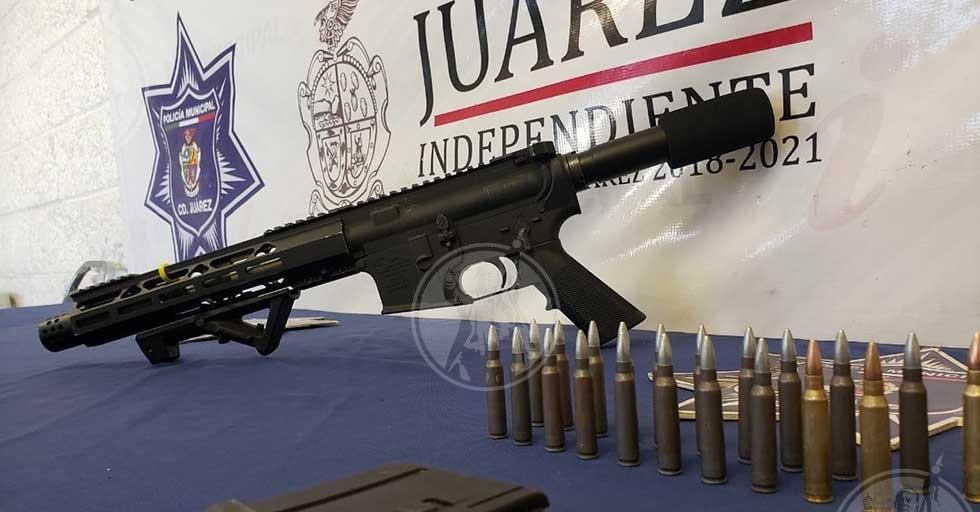 Arrestan a hombre que transportaba un fusil de asalto calibre .223