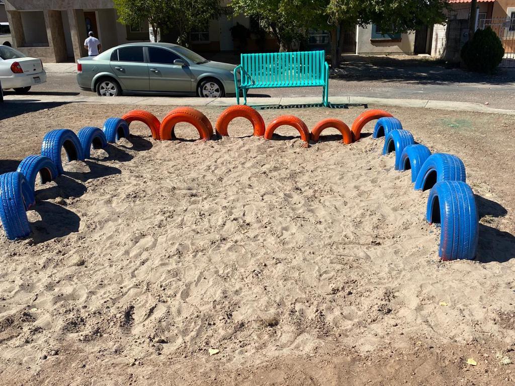 Cuauhtémoc > Con llantas recicladas crean juegos infantiles en parques